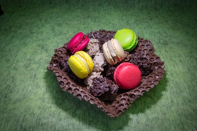 coupe chocolats et macarons